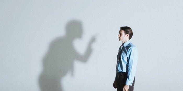 Dificuldade em aceitar críticas prejudica a carreira?